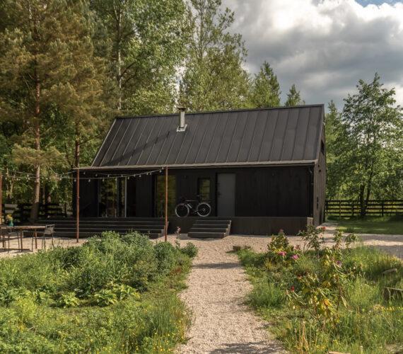 Miejsca z klimatem - województwo świętokrzyskie - domek w lesie